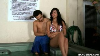Golddigger Shy Love fucks the guy who bought her clothes