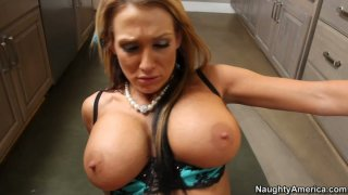 Nikki Sexx gets cum shake in the kitchen