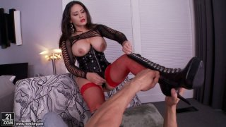 Tattooed horny dude smotching Jessica Bangkok feet
